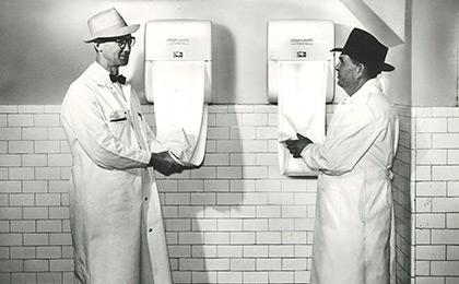 1958 - Stoffhandtuch-Automaten als Neuentwicklung in Deutschland