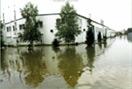 Geschichte 2002: Flutkatastrophe im Osten in der Niederlassung Dresden: Die Niederlassung stand bis zu 50cm unter Wasser